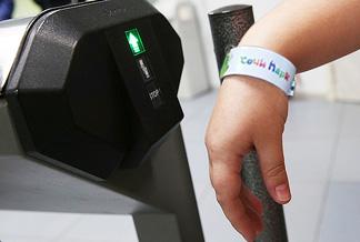 Пластиковый браслет с RFID меткой